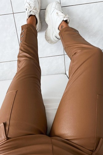 Pantalon cargo simili-cuir marron